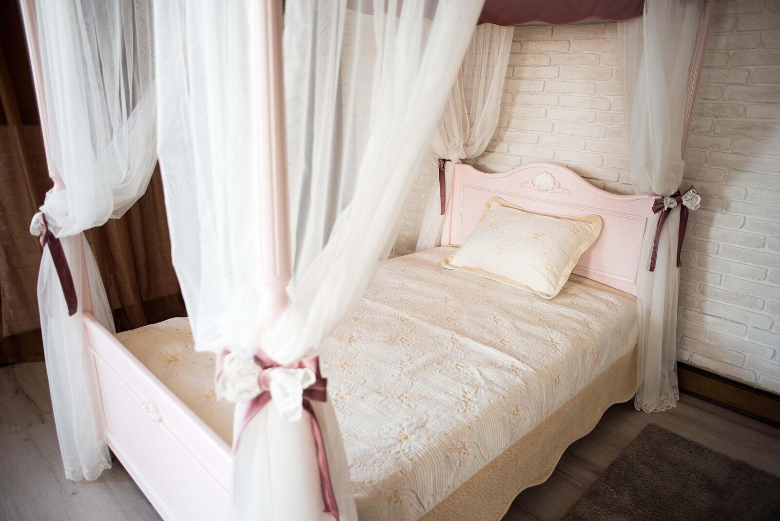 MEBUS  «Детская» Кровать с балдахином 120